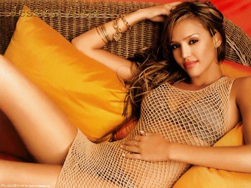 Jessica Alba en tu sofa